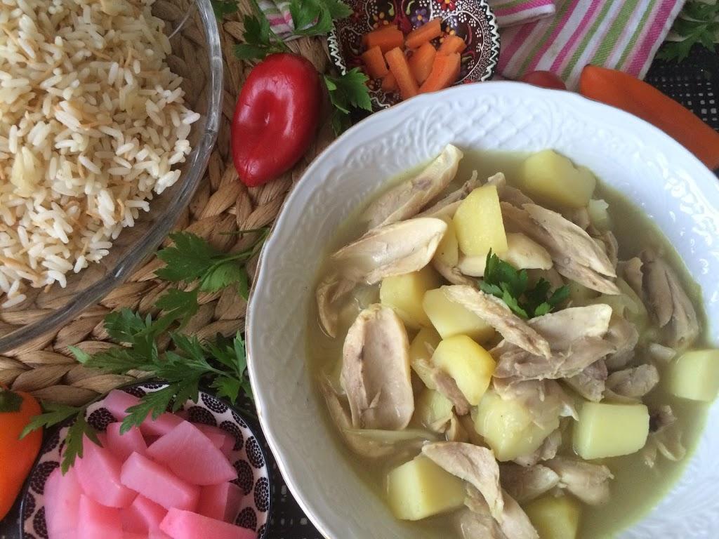 Yakhnet Farujj – Hühncheneintopf mit Kartoffel