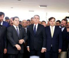 Governo apresenta texto da reforma da Previdência ao presidente da Câmara