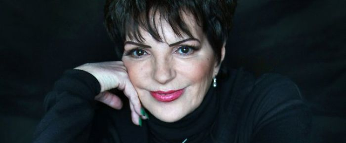 Liza Minnelli Scoliosis