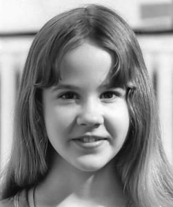 famous people with scoliosis - linda blair