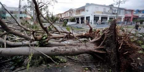 th_1cce678baa2865fe866ba90e481edd63_tornado-La-Habana-EFEverde