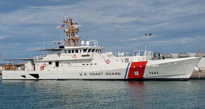 Guardia Costera rescata a 3 personas cerca de Marathon en los cayos de la Florida