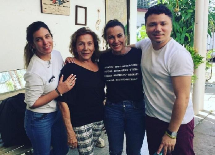 Hijas de Coralita Veloz orgullosas de su madre tras recibir el Premio Nacional de Radio y Televisión
