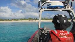 Guardia costera de EEUU rescata a 22 balseros cubanos naufragados en una playa (3)