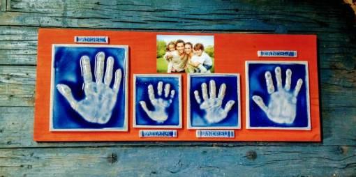 huellas manos de familia en cerámica