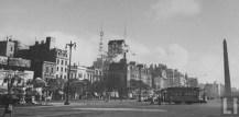 Foto antigua del Obelisco y la Mueblería Diaz y el Obelisco