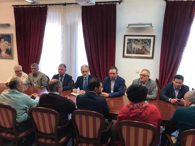 Aquilino Alonso ha trasladado a los alcaldes de la Sierra las mejoras sanitarias en la comarca
