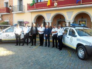 El alcalde de Gibraleón hace entrega de dos nuevos coches a la Policia Local.