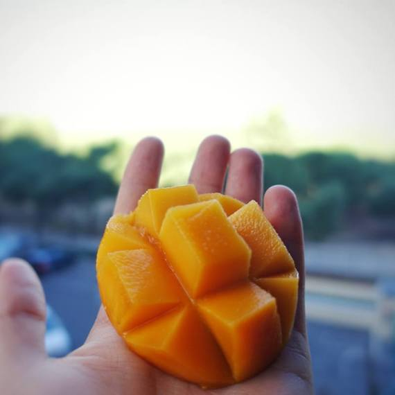 mango bombon o aborto de mango cortado