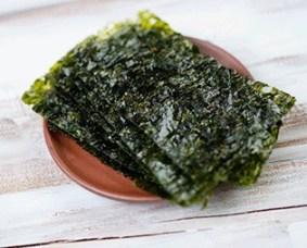 alga nori para ensalda de salmón y aguacate