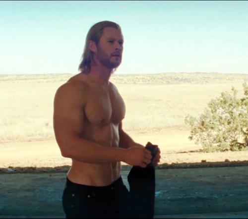 chris-hemsworth-shirtless-in-thor-movie