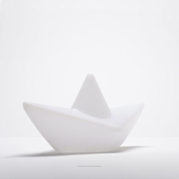 lampe-bateau-lumineux-piscine-fond-blanc