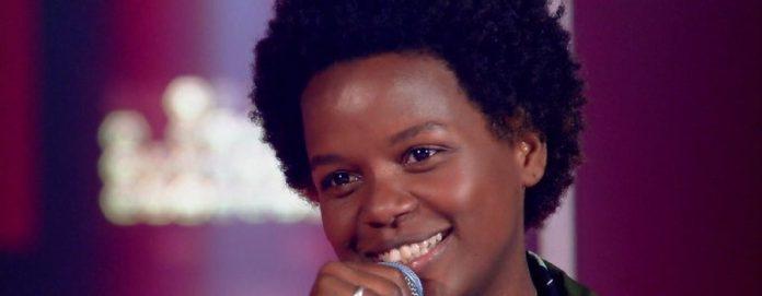 Resultado de imagem para 'The Voice Brasil': 'Cantora de metrô' surpreende com timbre e é disputada pelos quatro técnicos!