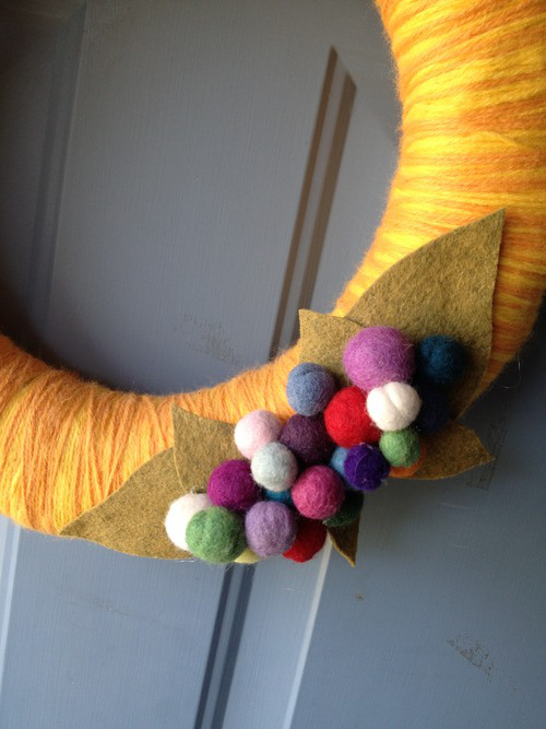 Yarn wrapped wreath from Hugs are Fun