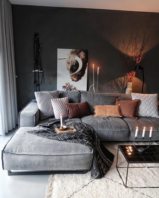 loungebank longchair zwarte muur
