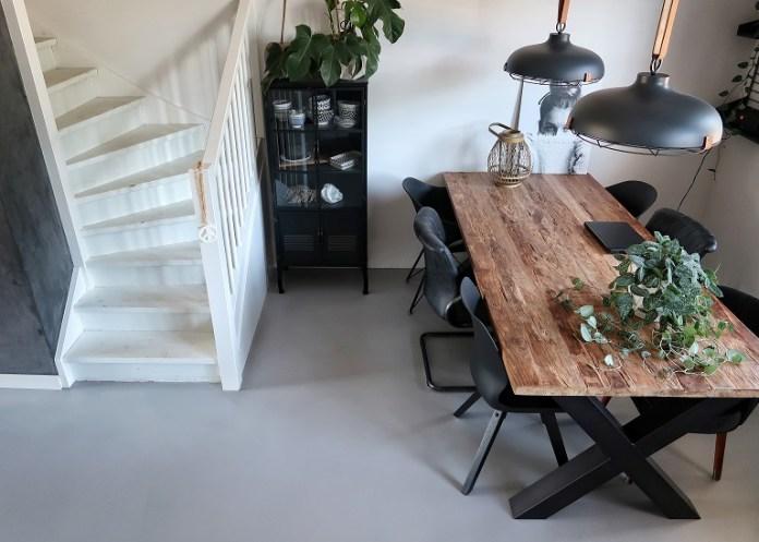 trap in de woonkamer en keuken