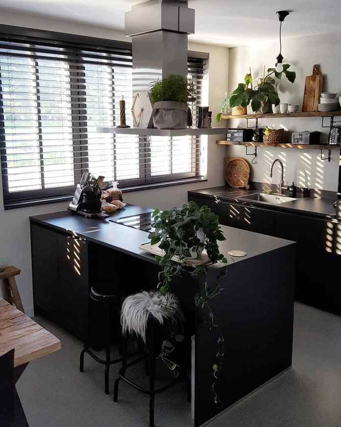 Zwarte keuken huizedop