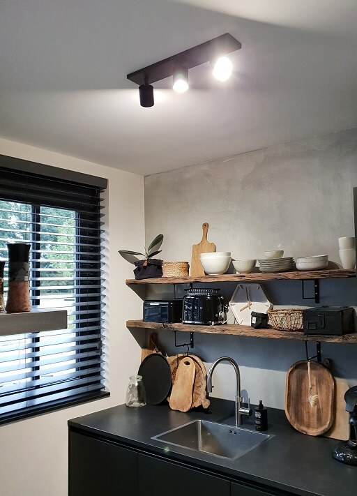 eindelijk een keukenlamp het is de philips hue runner 3 black geworden huizedop. Black Bedroom Furniture Sets. Home Design Ideas