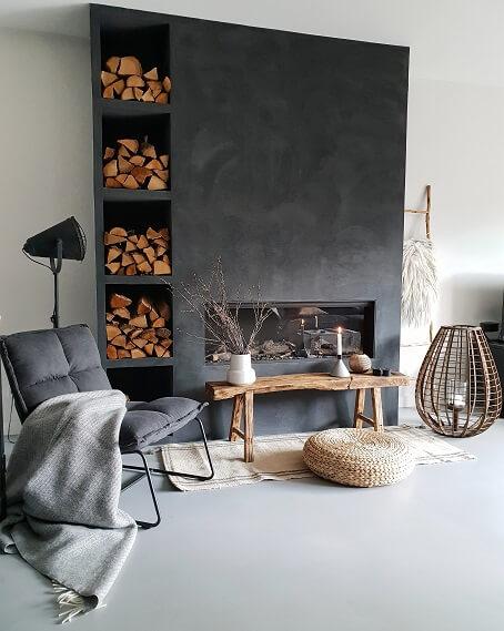 Fauteuil gashaard houtblokken woodstorage houten bankje