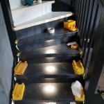 Upstairs traprenovatie raya black