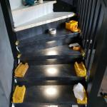Upstairs traprenovatie raya black