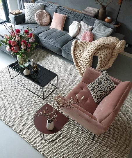 roze woonkamer wollen vloerkleed