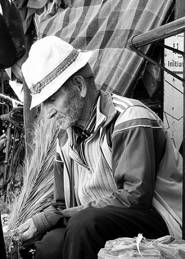 zwart wit foto oude man