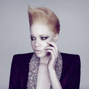 Модель с альбинизмом Диандра Форрест
