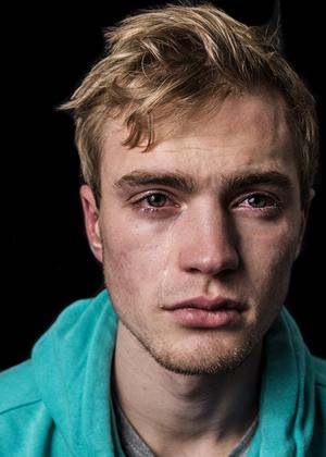 Парни тоже плачут: право на эмоции
