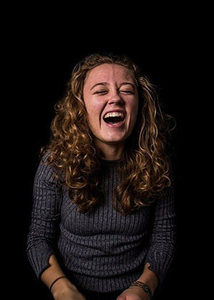 Неприкрытые эмоции: искренний смех в проекте Мод Фернхоут