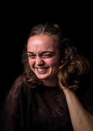 Как смеются женщины: фотоистории
