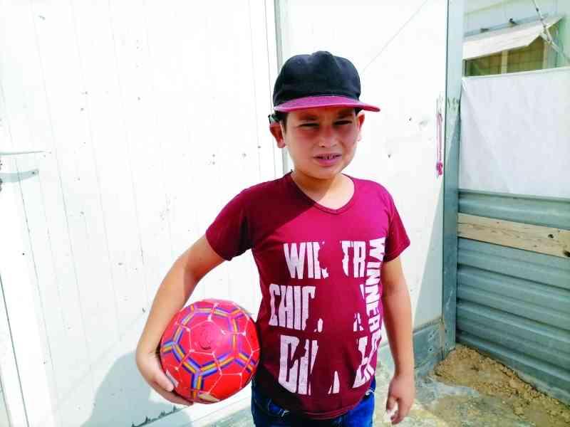 الإمارات ترسم الابتسامة على محيا طفل سوري لاجئ