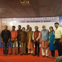 A group of IIA Gujarat Chapter members with Prof. B. V. Doshi