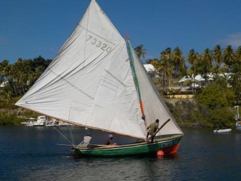 Photo d'un bateau à voile Haïtien rentrant de la pêche