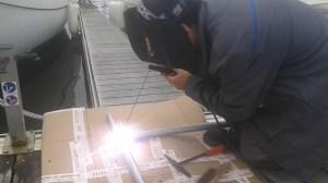 Dyu - Un amis d'Élo qui nous a créé l'arceau pour le panneau solaire !