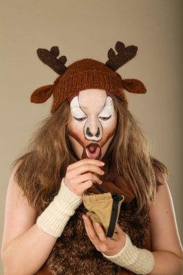 Hirvi (Leea Vahtera). Jos Hirvi tuntisi Leevien hitin Pohjois-Karjala, olisi se Hirven tunnari. Tämä semi-hönö ja chilli eläin on metsän kovin uros, ainakin omasta mielestään.