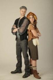 Dawsonin yksinäiset sudet Joe ja Ellen eivät voi sietää toisiaan. Ellenin herkän liipasinsormen vuoksi Joe pyrkiikin aina pysymään mahdollisimman kaukana hänen mailtaan.