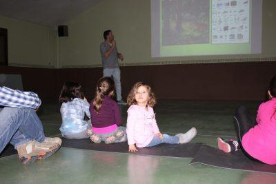 Niños de todas las edades lo pasan genial en la Colonia de Gredos