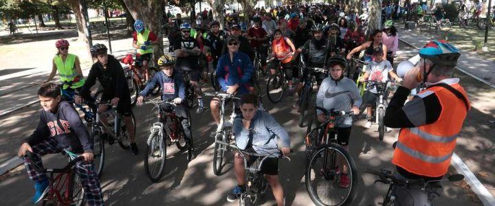 El Día: City Bell salió a la calle en bicicleta para disminuir el uso de del auto en la Región