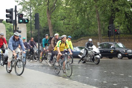 Health benefits of cycling outweigh risks caused by traffic pollution