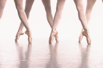 Dancers warn against en pointe for young children