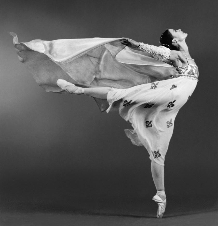 dancer performing pointe work