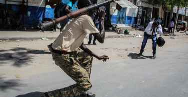 soldier with rpg in mogadishu