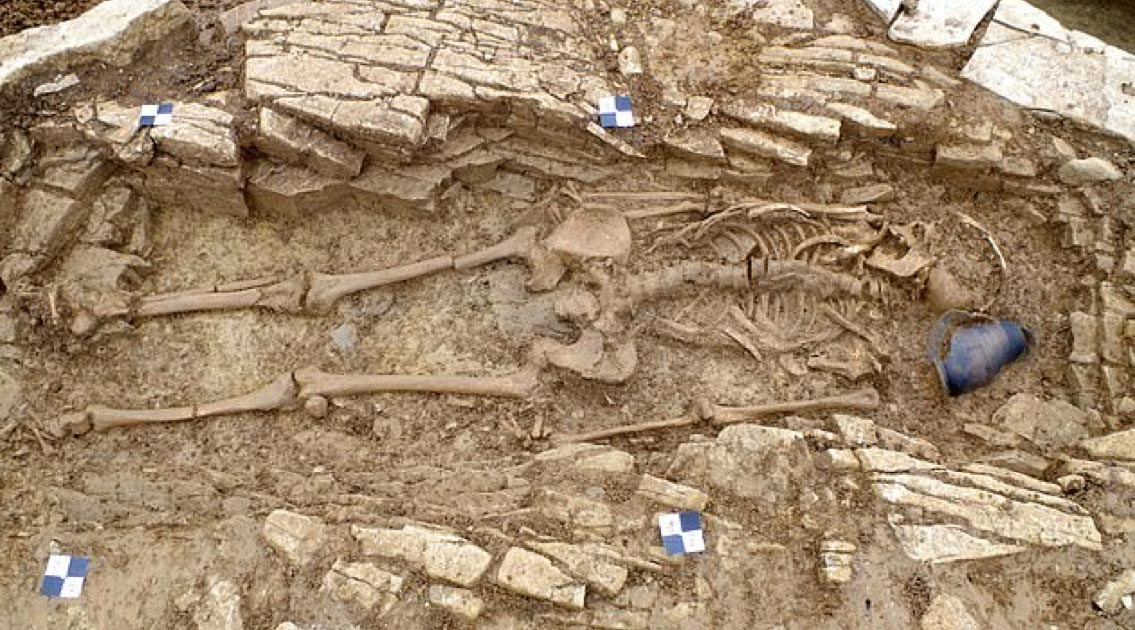 a roman burial of a slave