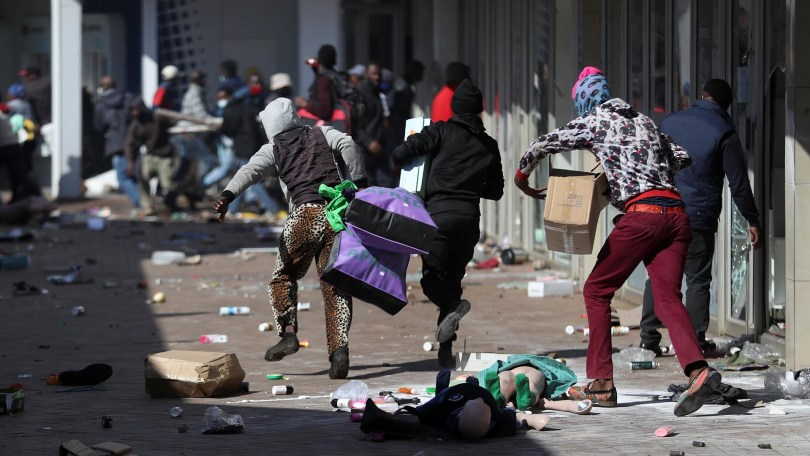 looters in South africa running down street