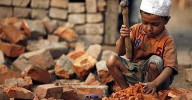 very young child labourer in Pakistan
