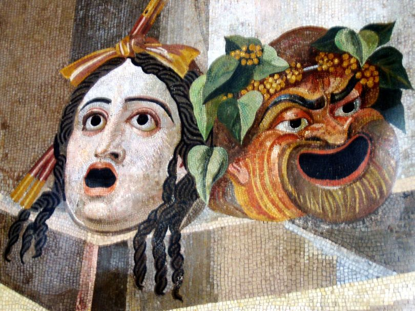 Antiikin tragedia ja komedia, naamioita