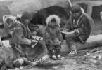Eskimoperhe v. 1917