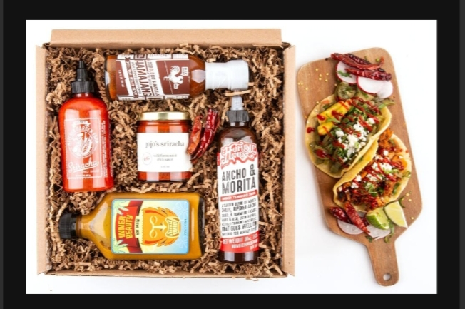 MOUTH HOT HOT HOT SAUCE GIFT BOX
