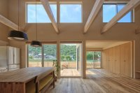 A Simple Family Home in Okayama That Features Cathedral ...